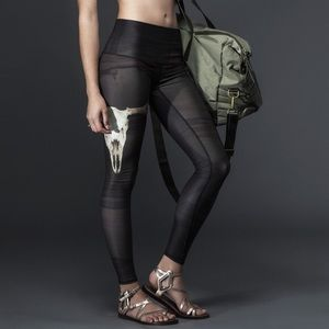 Teeki Deer Medicine Hot Pants leggings in charcoal
